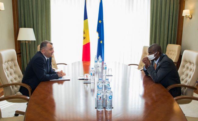 Премьер Молдовы обсудил с послом США нападки на ЦИК