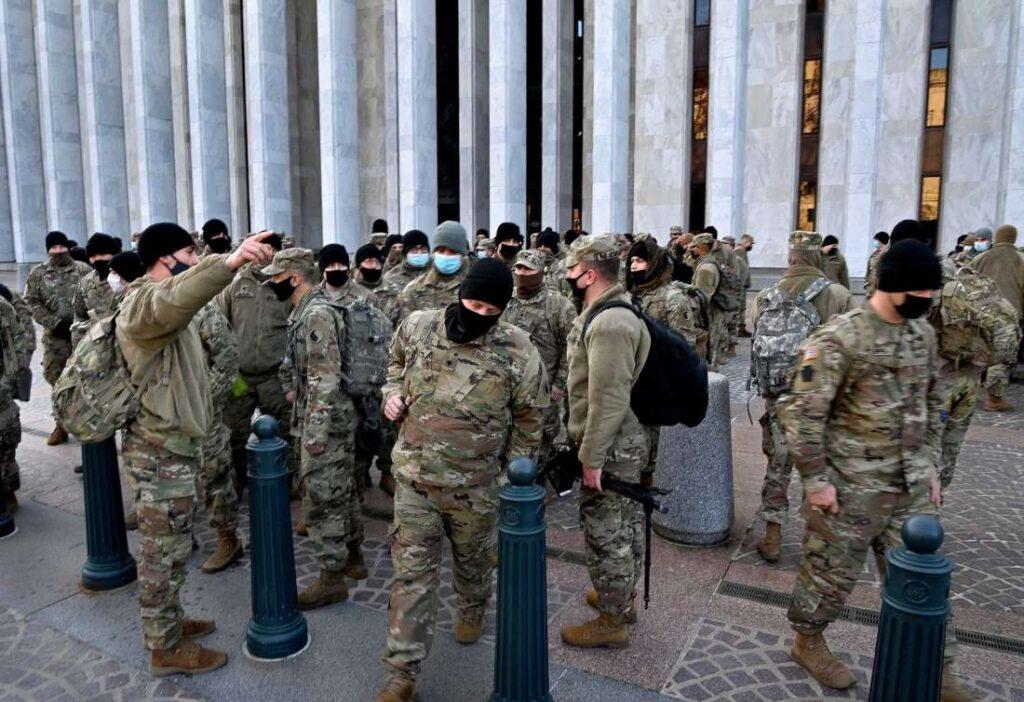 В США предпринимаются беспрецедентные меры безопасности из-за возможных беспорядков и попыток помешать инаугурации Байдена