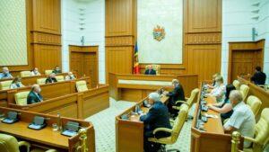 По примеру России? Зачем в Молдове собрались менять Конституцию