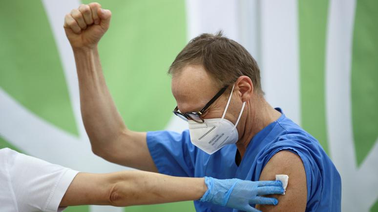 Valeurs actuelles: неэффективная стратегия ЕС по вакцинированию преследует политические цели