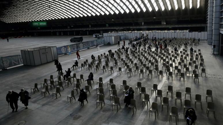 Daily Mail: «развернулись и ушли» — учителя во французской Ницце отказались прививаться AstraZeneca