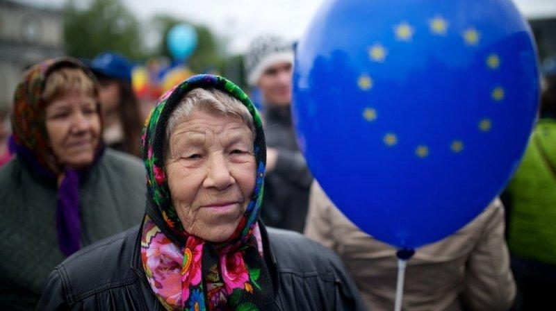 Женщина с шаром ЕС