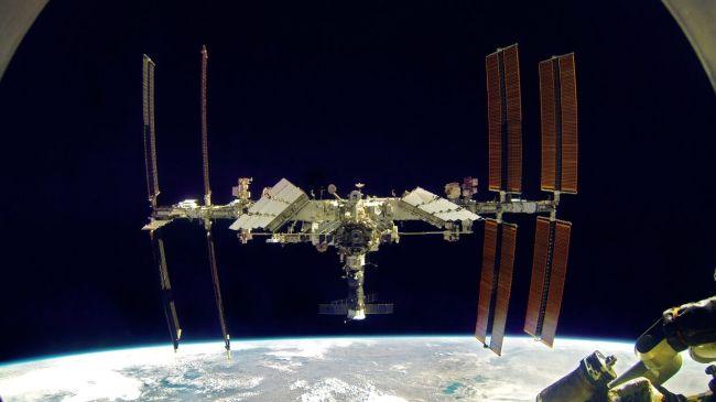 Космонавт МКС доложил в Роскосмос о появлении группы НЛО
