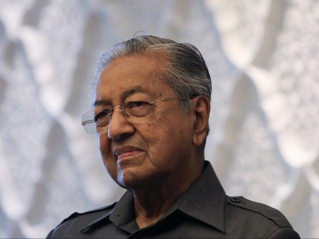Мусульмане имеют право убить миллионы французов за их массовые убийства прошлого, считает бывший премьер Малайзии