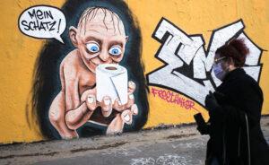 Панические настроения: немцы вновь бросились  скупать туалетную бумагу