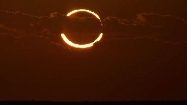"""Знамение: глубокое затмение """"огненного кольца"""" совпадает с летним солнцестоянием впервые за столетие"""