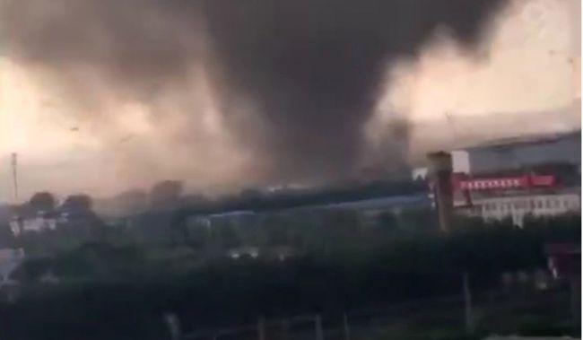 В китайском Ухане 6 человек погибли и более 200 ранены в результате торнадо