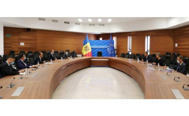 В ЕС заранее ставят под сомнение честность выборов в Молдове