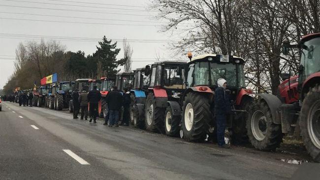 Молдавские фермеры обещают властям устроить «тракторный майдан»