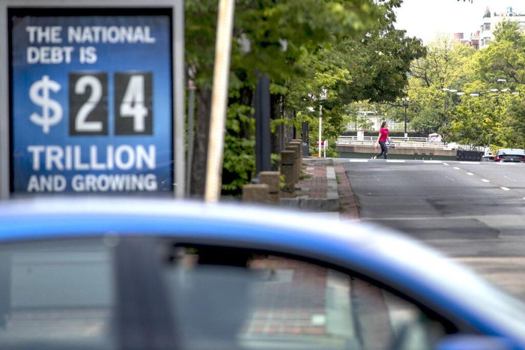 Бюджетное управление Конгресса прогнозирует, что долг США достигнет рекордной отметки в 107% ВВП… а потом взорвется