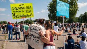 В Германии, Испании, Израиле, Румынии граждане протестуют против карантина