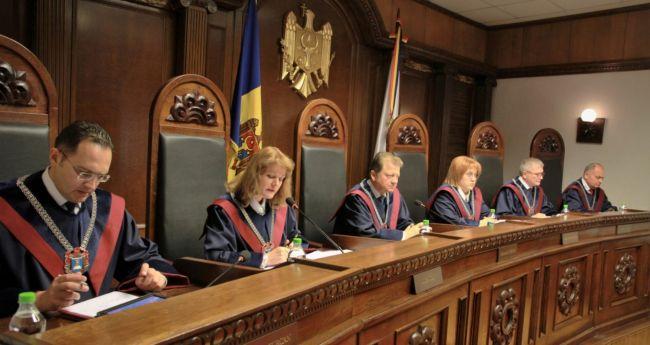 В дело вступает Конституционный суд: молдавский СИБ пока остается под контролем президента