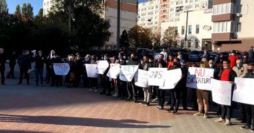Новый протест в Кишиневе: граждане требуют освободить Стояногло