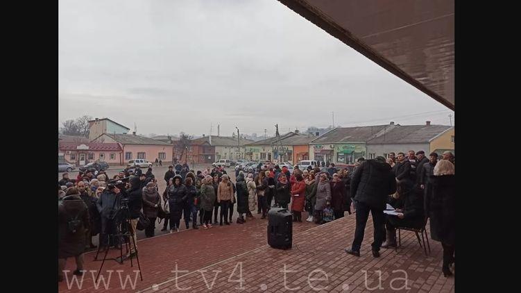 Под Тернополем жители блокируют дороги, чтобы не пустить эвакуированных из Китая