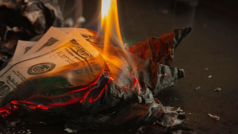 Обваливающийся доллар уничтожит экономику США