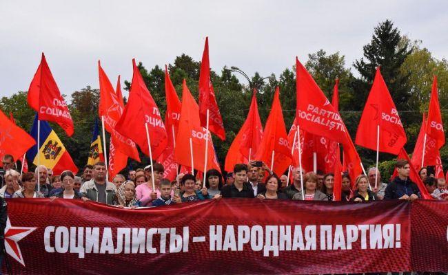 В Молдавии социалисты начинают акции протеста: Санду рассчиталась с США стадионом