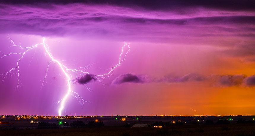 Мегамолнии и массовые убийства небесными разрядами людей: что происходит?