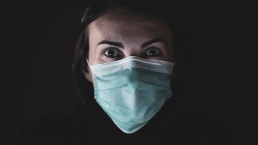 Эксперт:  маски для лица представляют серьезную опасность для здоровых людей