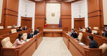 Санду требует ускорить объединение электросетей Молдовы и Румынии