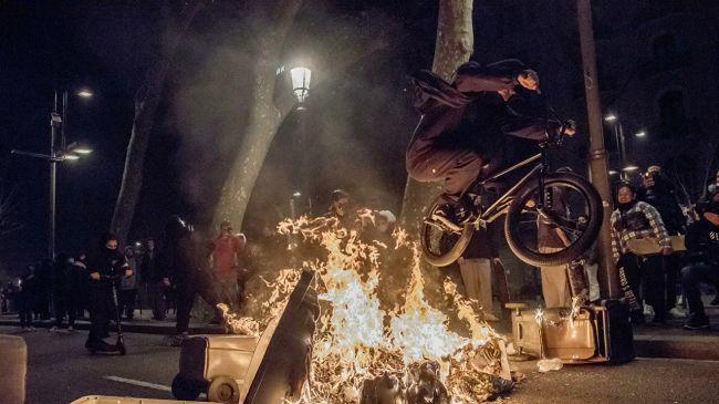 Уличные беспорядки в Испании продолжаются пятый день