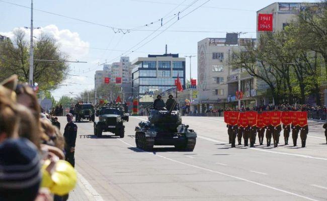 В Приднестровье День Победы встречают военным парадом и салютом
