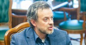 Конфликт в государственном русском театре им. Чехова: директор временно отстранен, коллектив возмущен