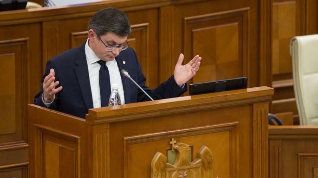 Спикер молдавского парламента угрожает депутатам: Если не хотите вакцинироваться по-хорошему — заставим