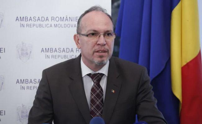 Накормить не накормили, а укорить укорили: Бухарест требует от Кишинева ниже кланяться по пути к евроинтеграции