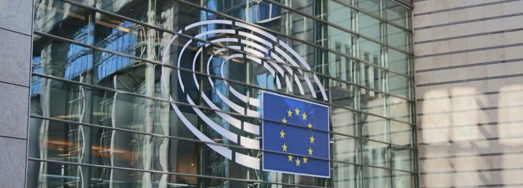 ЕС использует финансирование гражданского общества для борьбы с  политическими противниками
