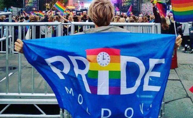 Сторонники Санду из ЛГБТ набросились на Додона за защиту традиционной семьи