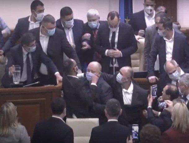 Сколько еще людей должно умереть, чтобы молдавские политики остановили борьбу за власть?