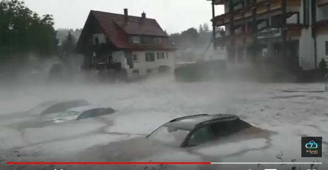 Сильный град, наводнения, ураганный ветер: ужасный шторм пронесся по Европе