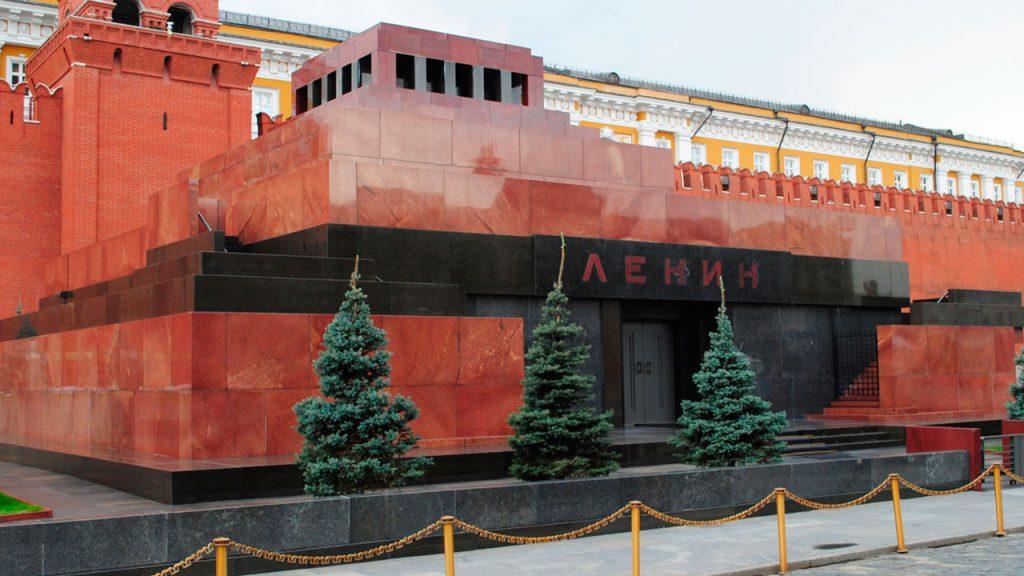Как связаны мумия Ленина, историческая правда и акты вандализма на могилах советских воинов