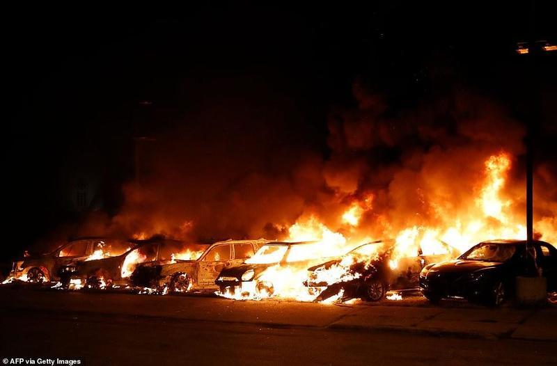Поджоги зданий, автомобилей, война с полицией: новая волна беспорядков в США