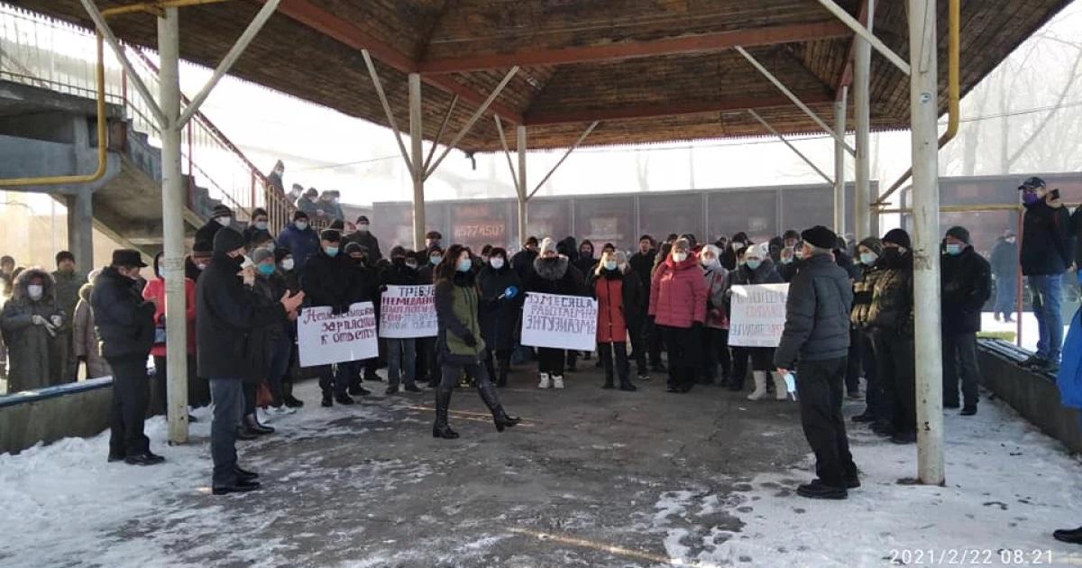 Протест в Окнице: железнодорожники перекрыли пути