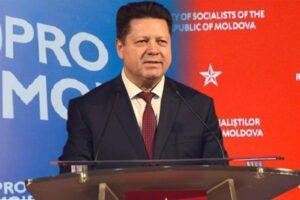 Впервые в Молдове – депутат-перебежчик сдал мандат
