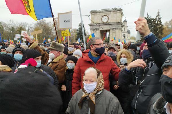 Молдаван зовут на баррикады