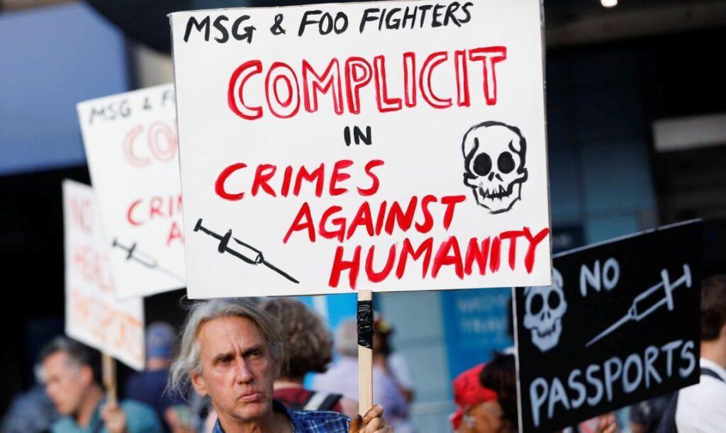 Апартеид в стране прав человека или непокорённая Франция?