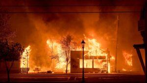 Огненный ад: полмиллиона человек эвакуируют из объятых пожарами штатов (Fox News, США)