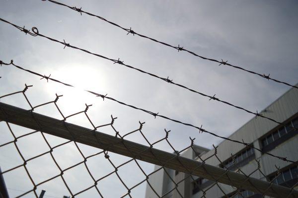 """США из-за коронавируса готовятся к худшему сценарию - на военных базах создаются """"карантинные центры"""""""