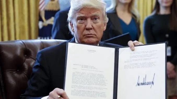 Президент Трамп подписал законопроект, дающий ЦРУ и ФБР 6 месяцев на раскрытие правды об НЛО