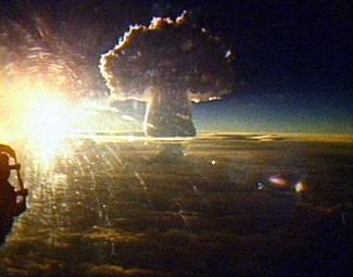 Грибовидное облако в 7 раз выше Эвереста: Россия рассекретила кинокадры самой большой ядерной бомбы, когда-либо испытанной