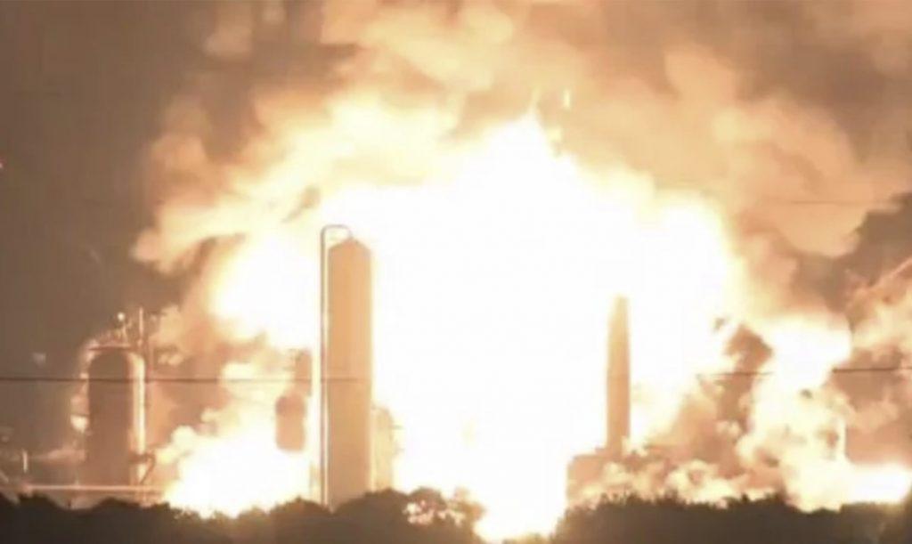 Серия гигантских взрывов и пожаров по всему миру за последние несколько дней. Что происходит?